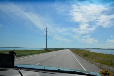 auf dem Damm nach Saaremaa