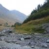 Weite Geröllflächen im Talgrund