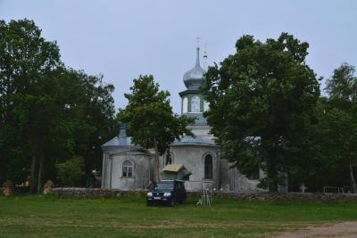 ... und orthodoxer Kirche in Nina.