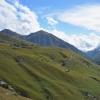 Die Serpentinen von gestern präsentiert an der gegenüberliegenden Bergflanke.