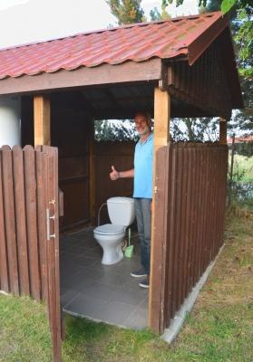Ein erste der zunehmend gewöhnungsbedüftigeren Toiletten...