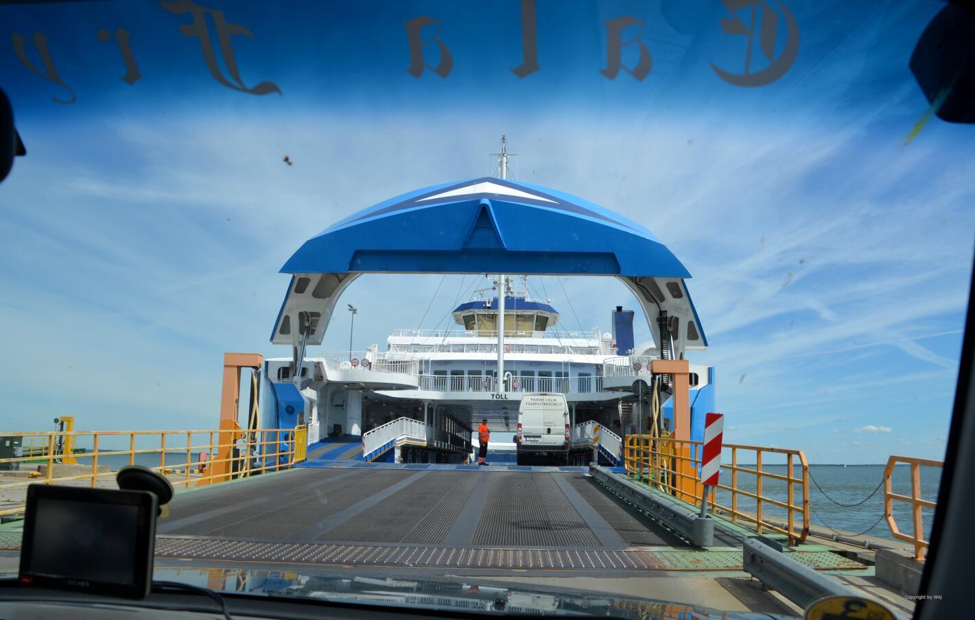 diesmal das blaue Schwesterschiff