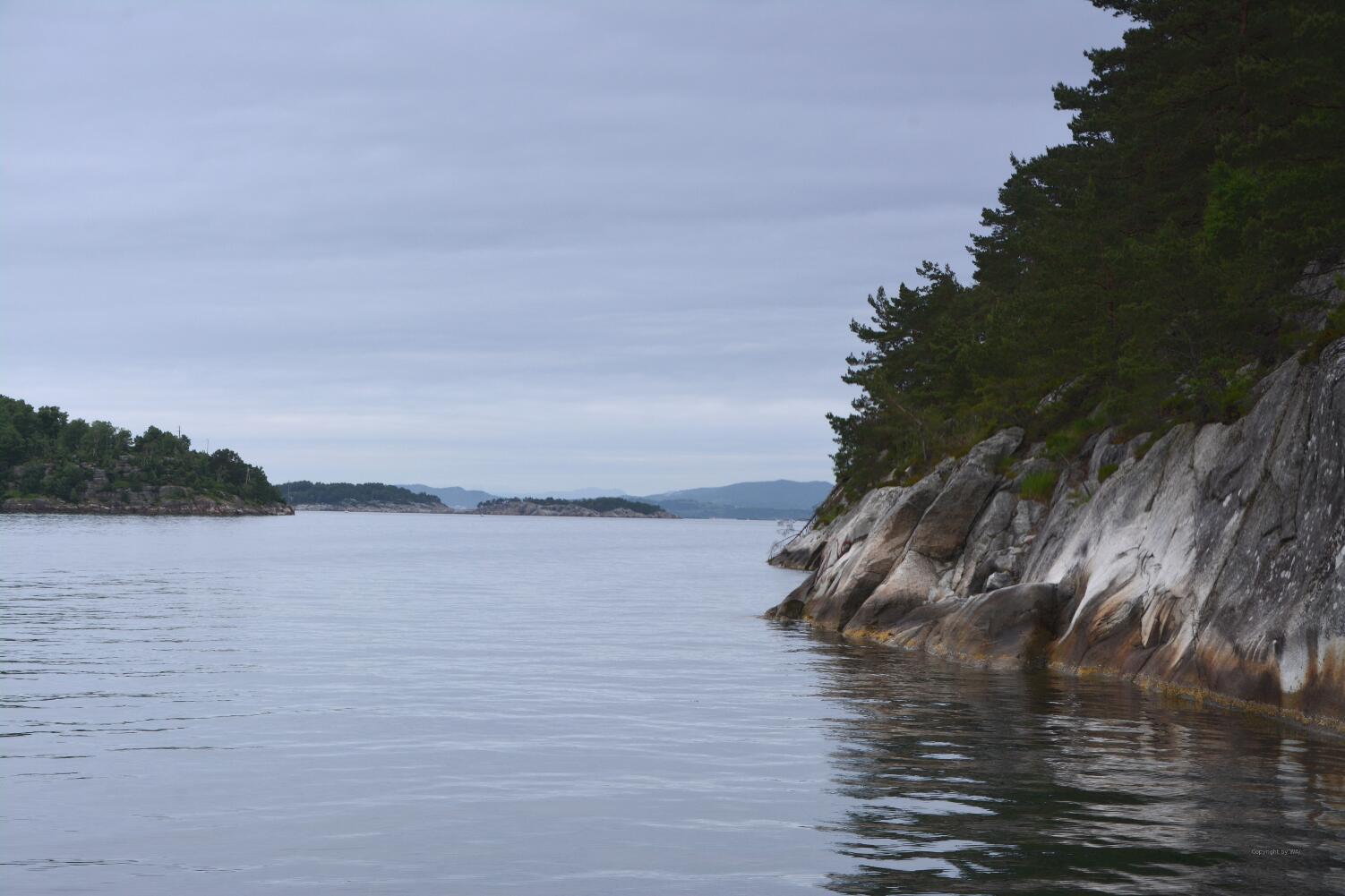 Steil fallen die Felsen in die See