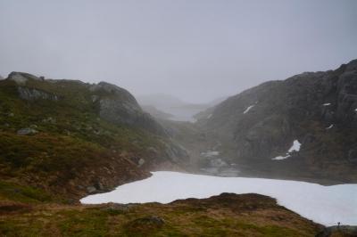 Kalt liegt der Nebel in den Hochtälern.