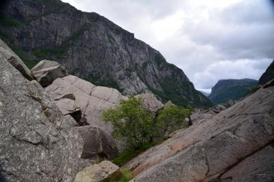 ... riesige Teile der Felswand...