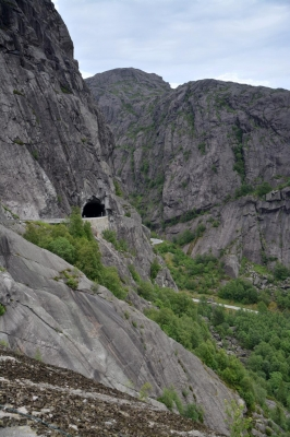 Straße hinab zum Joessingfjorden