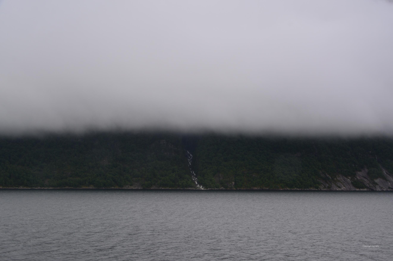 ... und beschneiden hart die grandiosen Berge, ...
